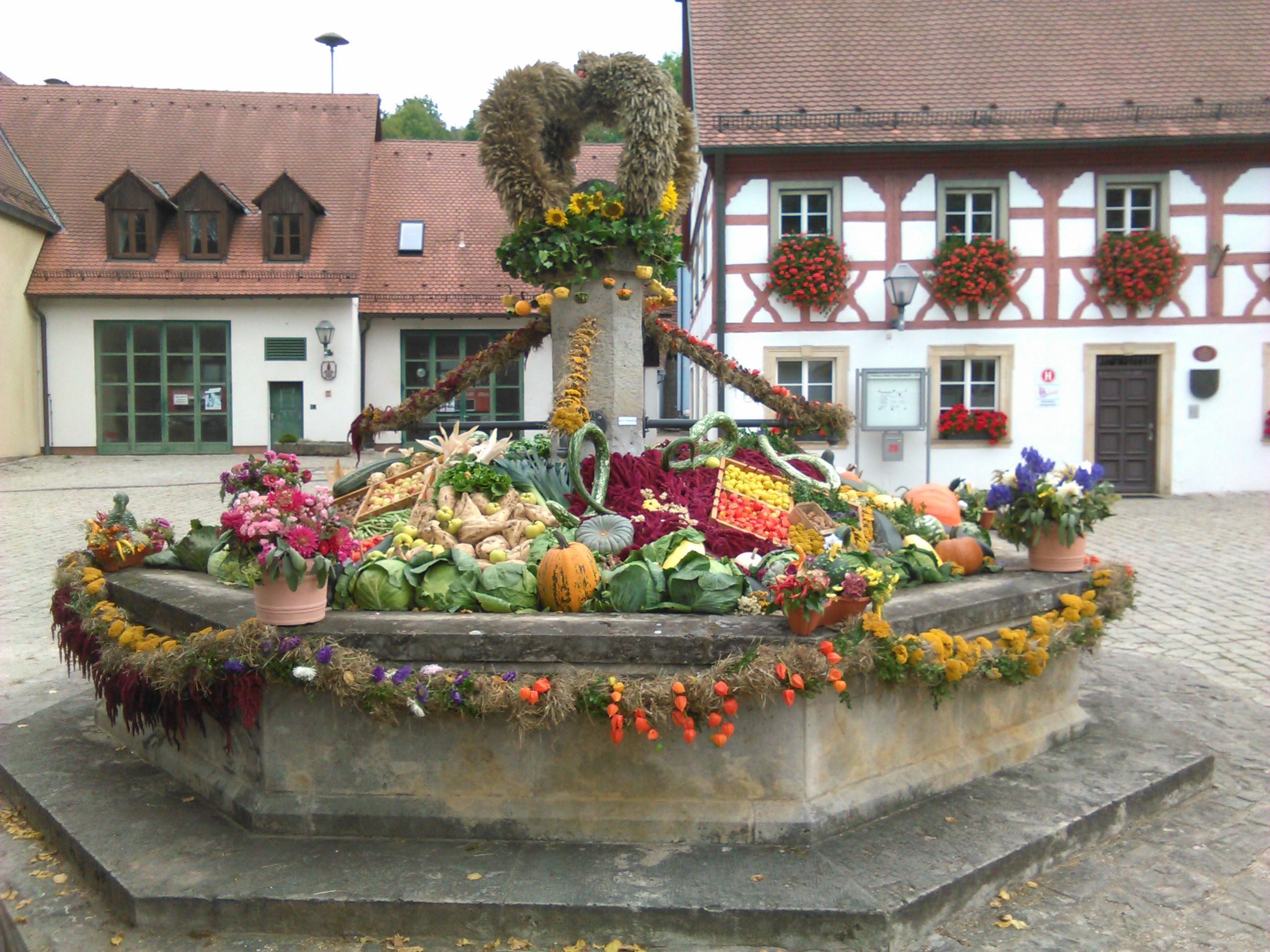 2Erntedankbrunnen2016